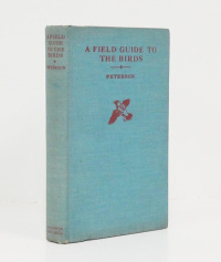A field guide to the birds. Giving field marks of all species found east to the Rockies. [Guía de aves o pájaros del este y centro de América del norte].  - PETERSON (Roger Tory).